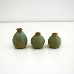 Mini-vases verts, cols bas