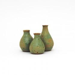 Mini-vases verts, col haut