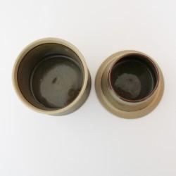 Beurrier à eau cintré, lignes gravées, vert brun
