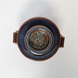 Beurrier à eau gravé avec bouton, Brun bleuté