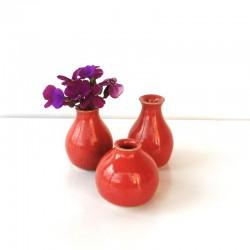 Ensemble de trois mini-vases, rouge framboise